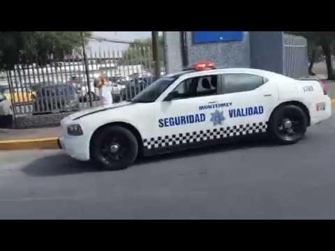 @PAG_Monterrey - Tec de Monterrey Gandalla estacionando su troca a media calle