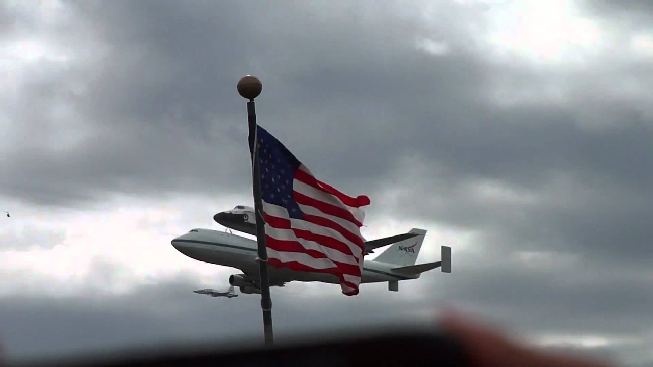 space shuttle discovery at dulles airport - photo #30