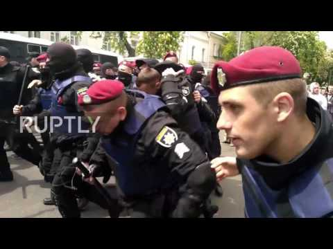 Ukraine: Police clash with nationalists after smoke bomb attack on V-Day march