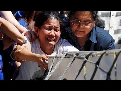 شاهد عودة جثمان الخادمة الفلبينية التي وضعت في ثلاجة في الكويت إلى بلادها …