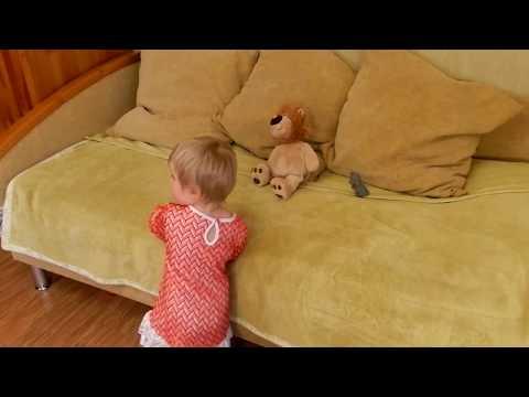 Образное восприятие музыки. Ярослава. Возраст 1 год 8 месяцев.