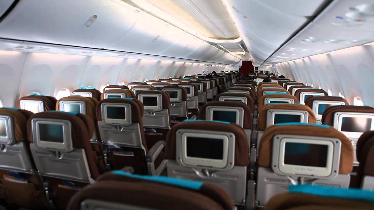 Suasana dalam kabin kelas ekonomi Pesawat Garuda Indonesia