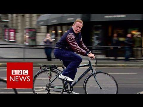 Arnold Schwarzenegger cycles wrong way down Edinburgh street - BBC News