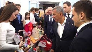 Рустам Минниханов на выставке выпускников «Фабрики предпринимательства»