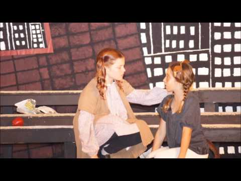 La Pietra Hawaii School For Girls Presents - Annie Jr, Musical
