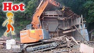 古民家の解体工事現場1  日立 ショベルカー  はたらくくるま thumbnail