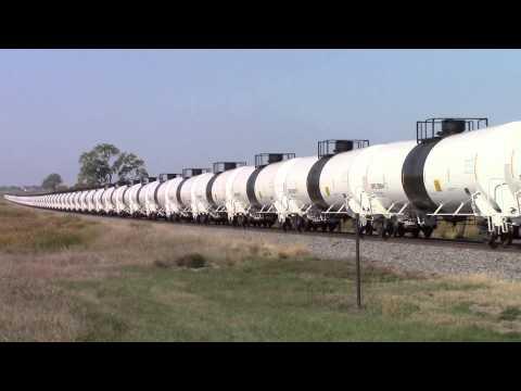 BNSF loaded oil train eastbound west of Eldridge, North Dakota
