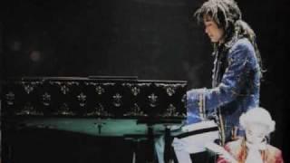 ミュージカル、モーツァルトの曲です。2曲目に歌ってる女性は、木村佳乃...