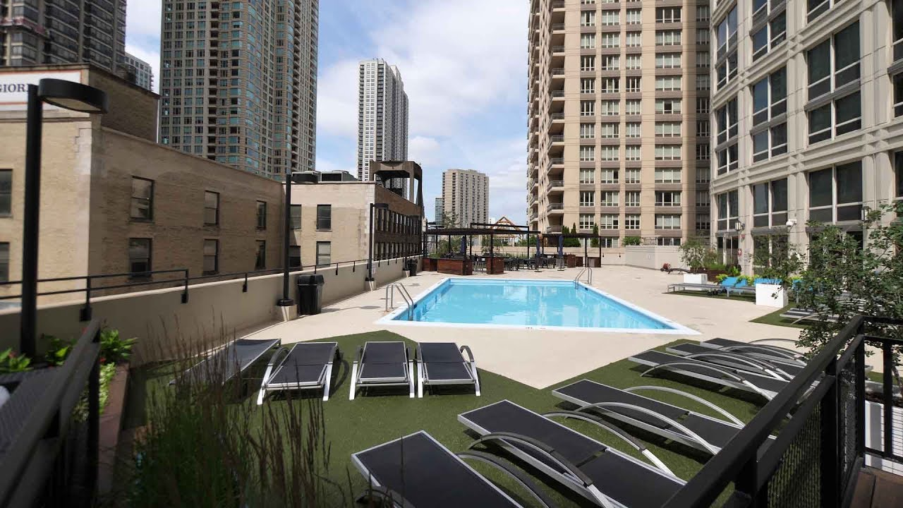 Tour A 2 Bedroom Bath At The Chicagoan Apartments In River North