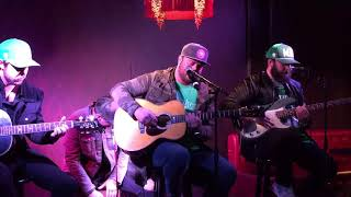 Mitchell Tenpenny sings Drunk Me Video