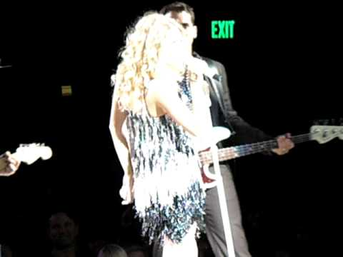 """Taylor Swift - Talking to audience and """"Tell Me Why"""" - Fearless Tour - Seattle 5/15"""