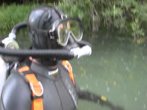 A friend is starting his dive with full face mask and Medi twinhose