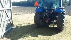 Peräkärryn laitto traktoriin maanajoa varten