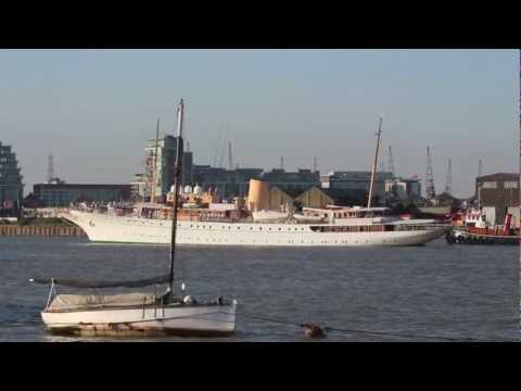 "Ship video - Danish Royal Yacht ""Dannebrog"" arriving in London (version with wind noise)"
