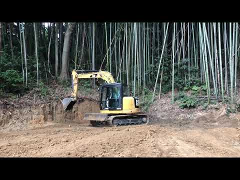 土木作業中のキャタピラ ユンボの動画