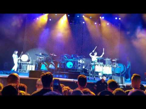 311-drum-solo-+-entire-band-on-drums