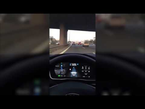 Istanbul Tem Otoyolunda Tesla Otomatik Pilotta