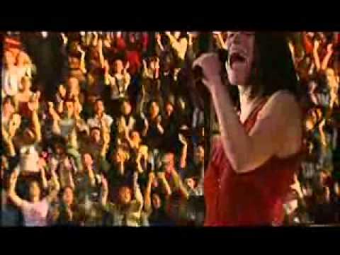 Non C'E' - Laura Pausini [ live in World Tour 2001/2002 ]