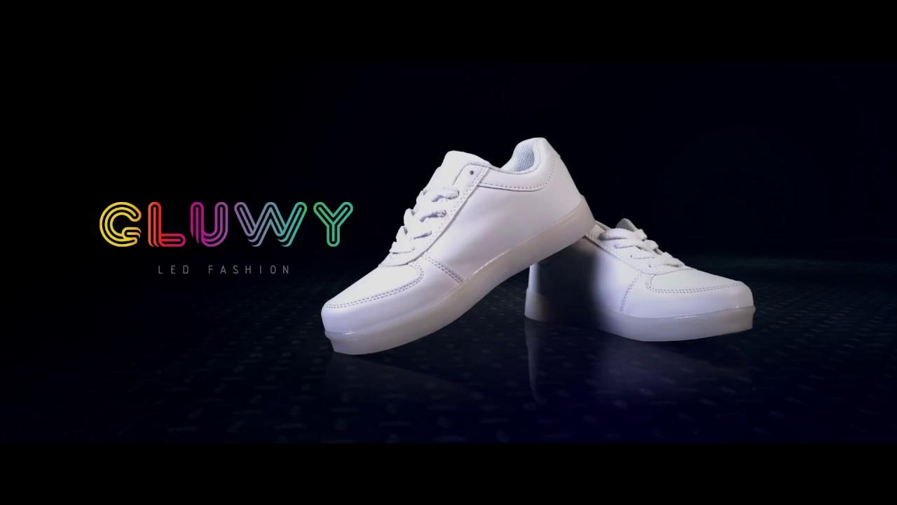 bf424120d61 Svítící boty s LED od značky GLUWY - mobilní aplikace na změnu barev  (www.cool-mania.cz)