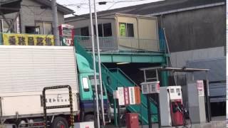 曽田練(高良健吾) が働く柿谷運送.