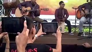 Download lagu five minutes - sajadah panjang @ Masjid Agung slawi