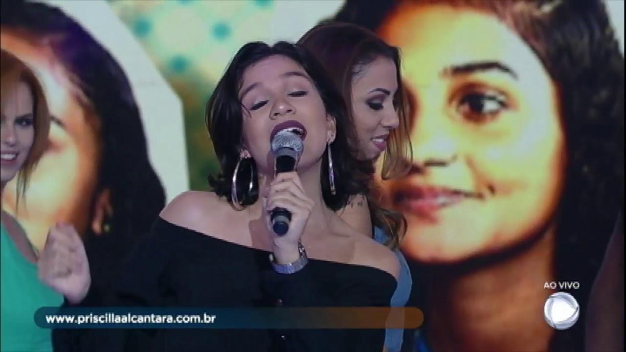 Irmãs cantoras conhecem a cantora Priscilla Alcantara e reencontram o pai