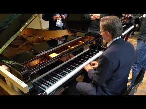 Estonia piano factory tour. The sound.