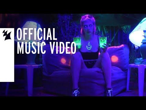 Смотреть клип Win And Woo Feat. Sara Skinner - Here U R