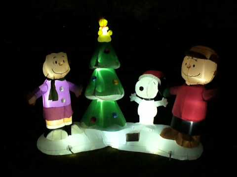 shopchristmasinflatables.com peanuts gang lightshow inflatable ...