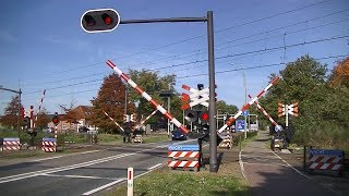 Spoorwegovergang Gilze-Rijen // Dutch railroad crossing