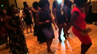 Evonne killin it on the dance floor at a friend's wedding reception☺