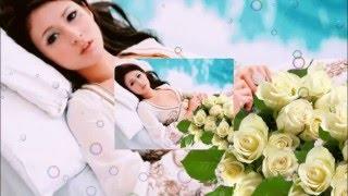 Лепестки белых роз    по подушкам рассыпало лето...