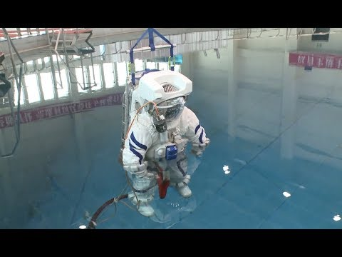 China's Self-developed Underwater Training Suit for Astronauts Makes Debut in Beijing