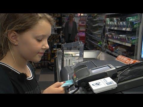 Store banker tilbyder betalingskort til børn under ti år - DR Nyheder