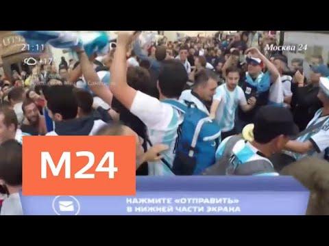 """Футбольные фанаты на Манежной площади спели """"Катюшу"""" на испанском - Москва 24"""