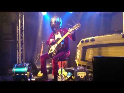 Bob Log III - Dino's bar (HD with a good mic)
