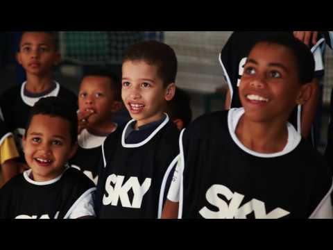 Sky Brasil realiza ação junta ao #NBBCAIXA em Paraisópolis