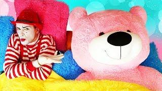 Vidéo drôle pour enfants. Bébé born Annabelle. Les invités inattendus - les ours