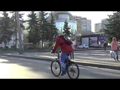 Глава Рыбинска едет на работу на велосипеде