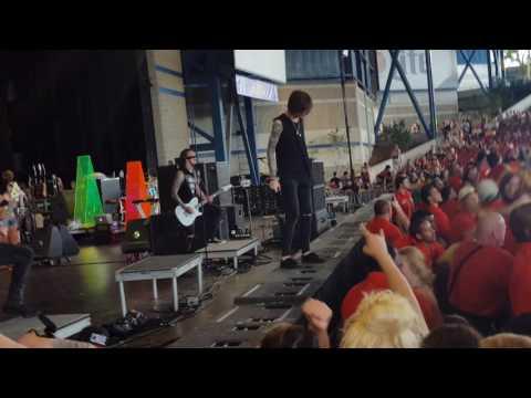 Asking Alexandria Final Episode live (Warped 2015)