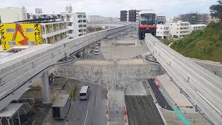 ゆいレール 経塚駅に入線するてだこ浦西行列車(首里~てだこ浦西間延伸開業日に撮影)