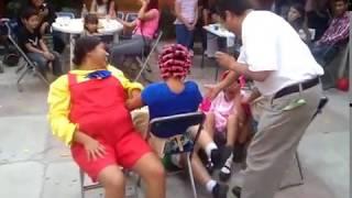 La vecindad del chavo, jugando a las sillas.
