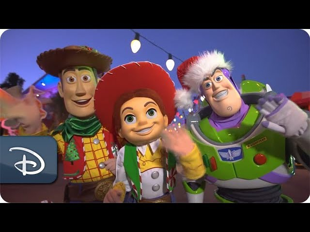 sneak-peek-toy-story-land-friends-to-dress-up-for-the-holidays