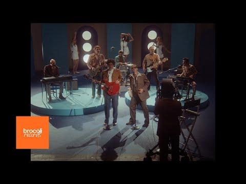 Rawayana feat Los Amigos Invisibles & Cheo - Váyanse Todos A Mamá (Official Video)