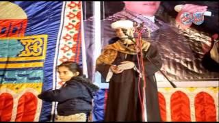 طفلة تندمج مع إنشاد الشيخ جمال سالم بمولد سيدنا الحسين