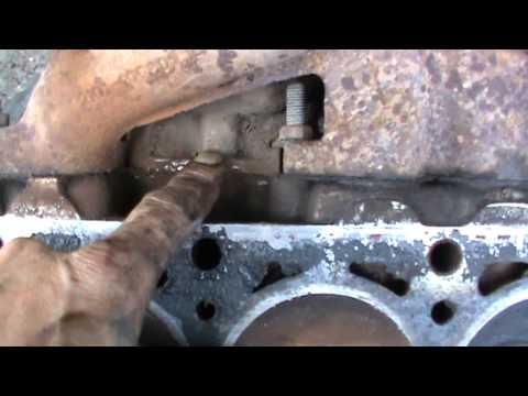 Прохудившиеся трубки радиатора поддаются пайке.