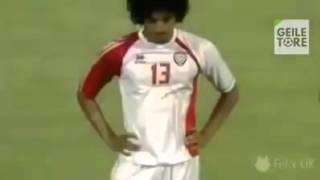 penaltı atarken yere düşen futbolcu