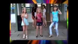 Девочка танцует! Смех!!! Little girl dancing!