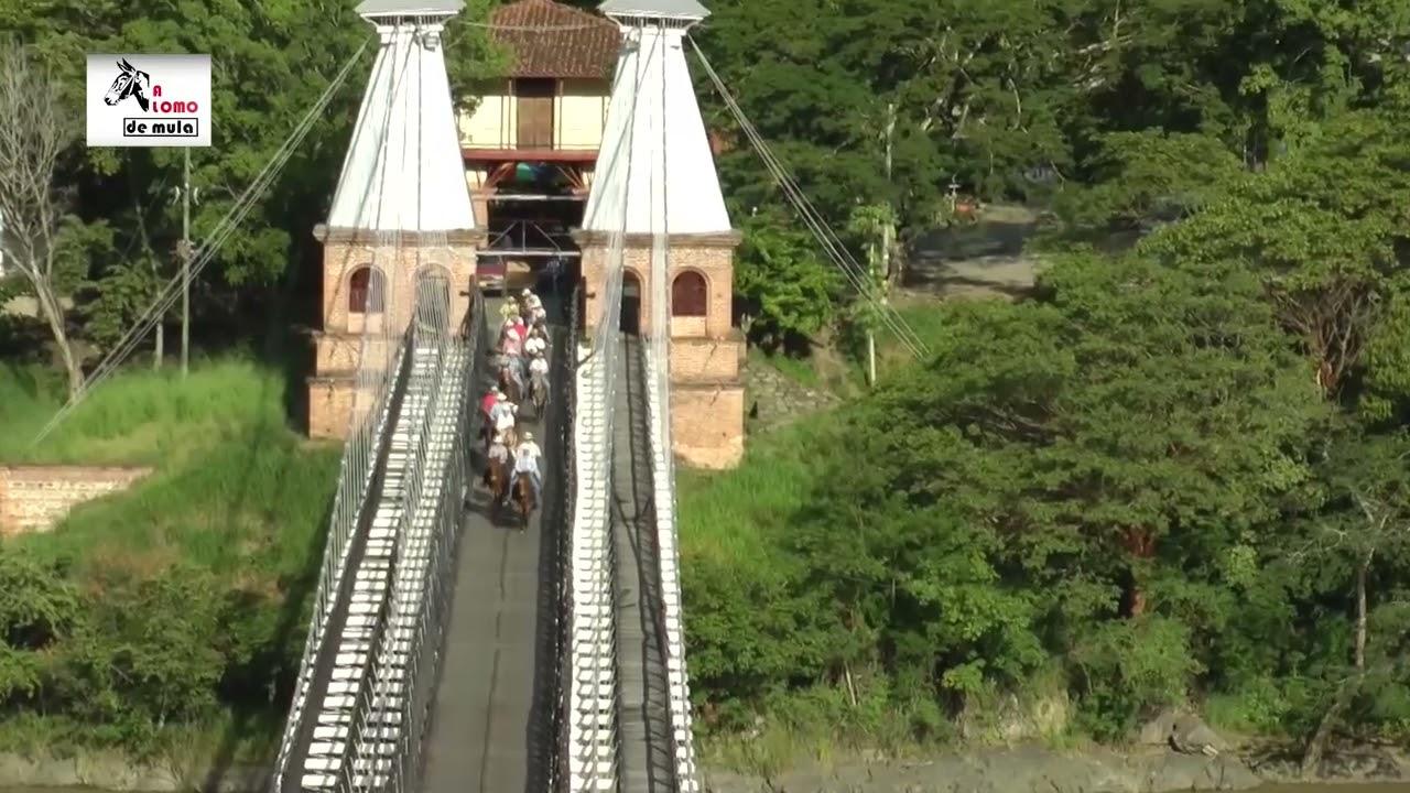 A lomo de mula por el Puente de Occidente