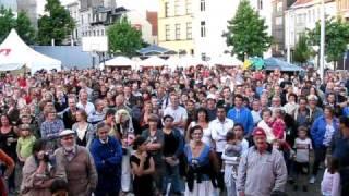 Wat denkt de Kerkstraat van de Lange Wapper?